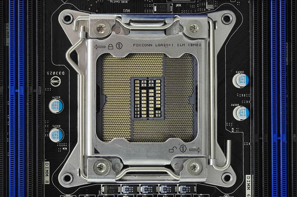 1024px-Socket_2011_IMGP3918